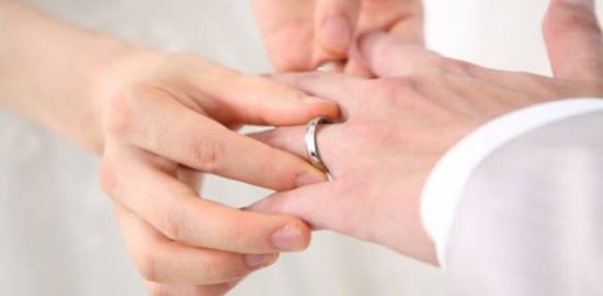 シニアで熟年結婚した芸能人!布施明65歳と森川由加里50歳